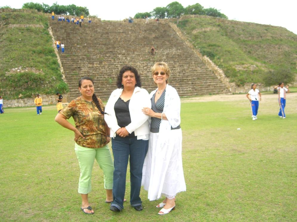 Ramona, Lety y Rosario Montealban Oaxaca 2006 021