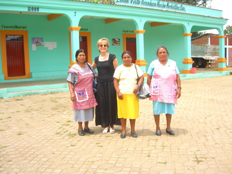 Rosario con promotoras Oaxaca 2006 094