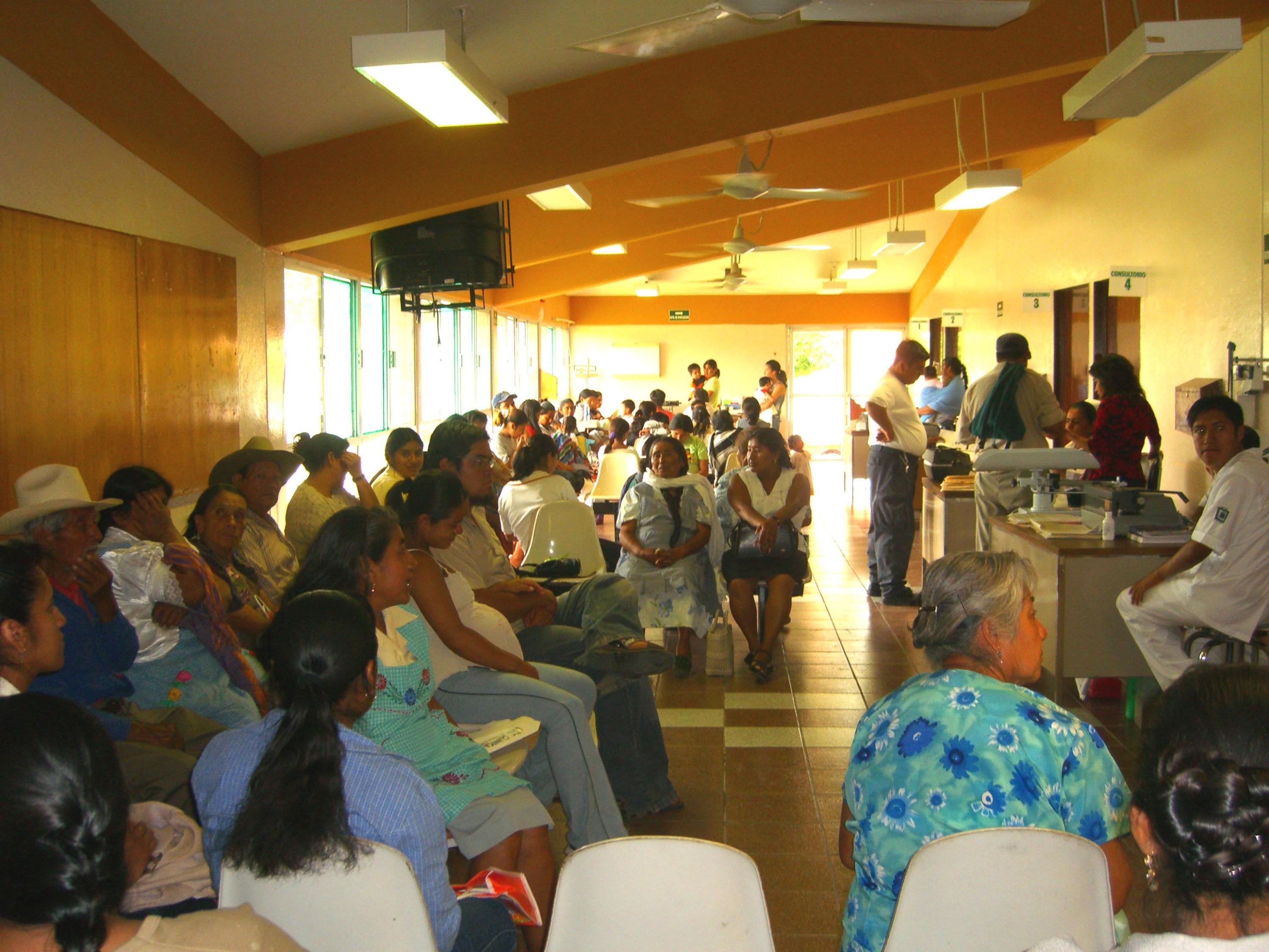salal de espera hospital Oaxaca 2006 063